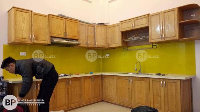 Kính sơn màu ốp bếp lắp cho nhà Bác Chung 91 Đường Láng