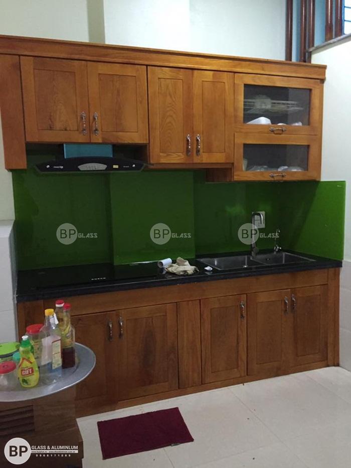 Lắp kính màu ốp bếp nhà chị Mai Chung Cư Dương Nội