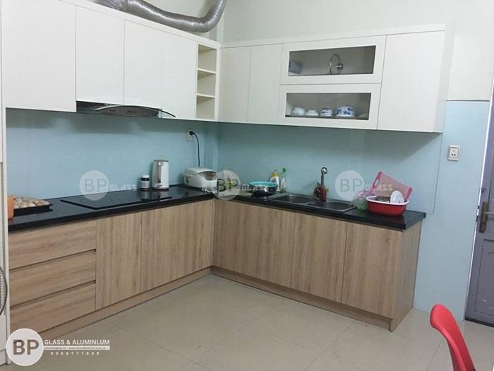Lắp kính dán tường bếp nhà anh Hoàng Quận 2, HCM
