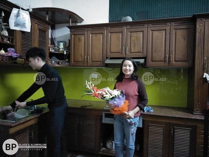 Kính bếp màu xanh lá nhà chị Hoa Trường Trinh, Đống Đa
