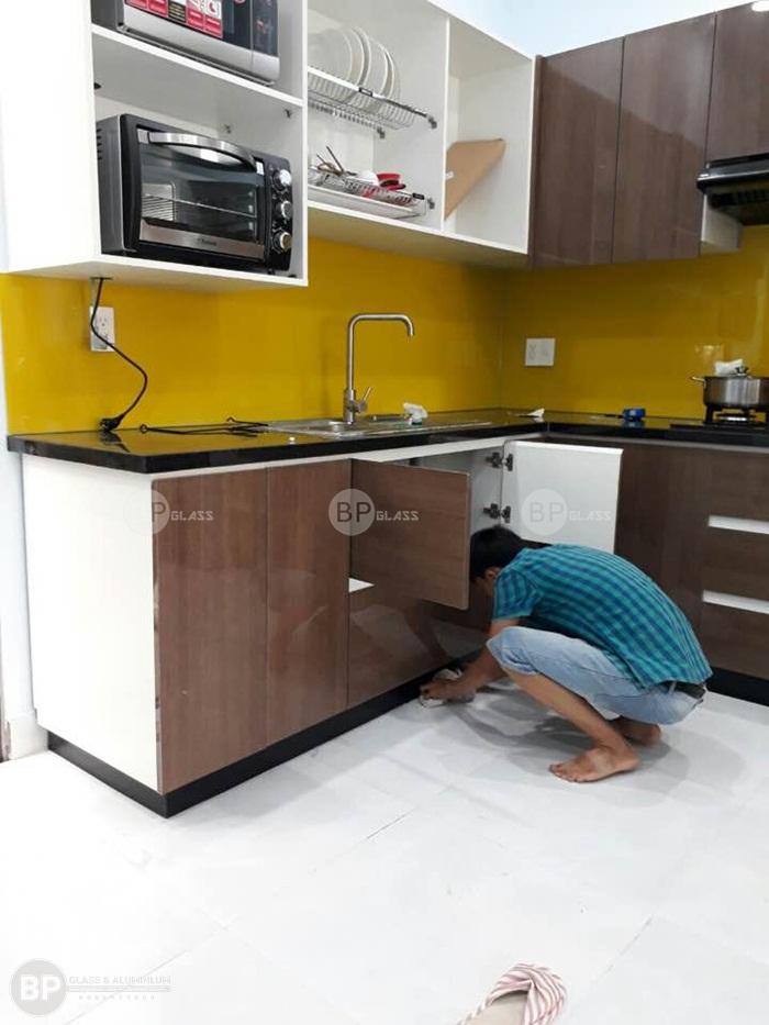 Kính ốp tường bếp nhà Anh Việt quận Thủ Đức HCM