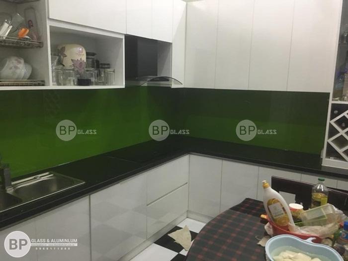 Thi công kính bếp màu xanh lá tại Trường Trinh, Hà Nội