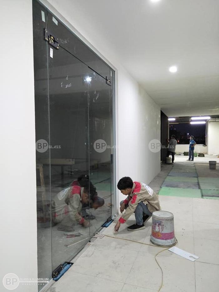 Lắp vách kính văn phòng tại Beat Color 130 Nguyễn Đức Cảnh