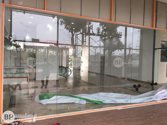 Lắp vách ngăn bằng kính cho văn phòng tại Tòa Ecolife