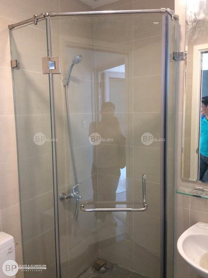 Thi công phòng tắm kính cường lực tại số 239 Quận Thủ Đức