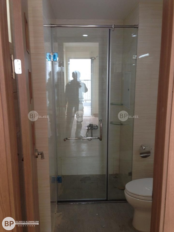 Lắp phòng tắm kính đẹp tại số 536 Minh Khai, Thanh Lương