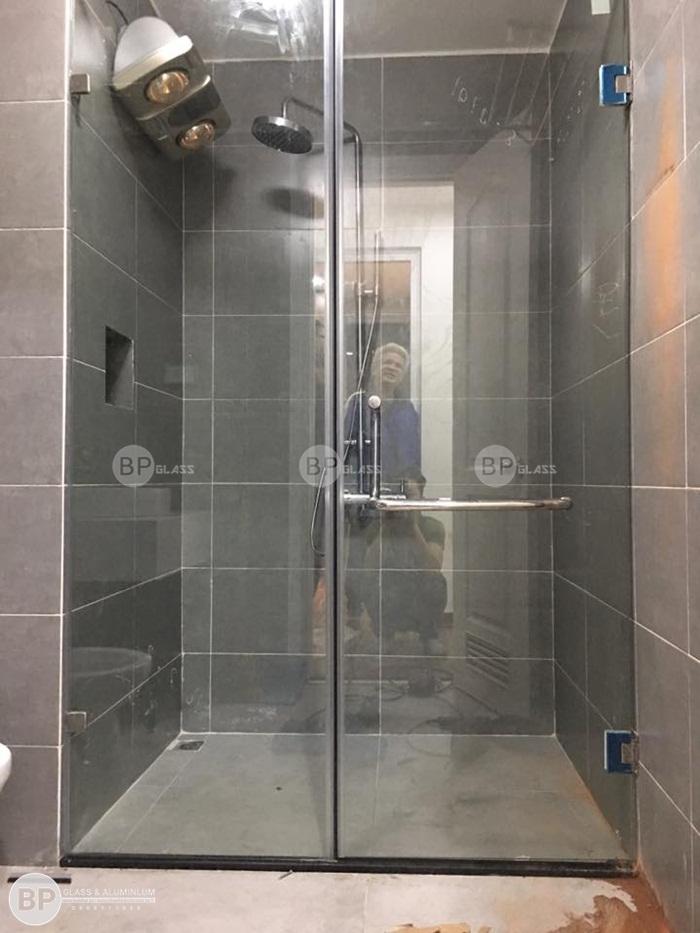 Lắp đặt vách kính phòng tắm nhà anh Hoa Phạm Ngọc Thạch