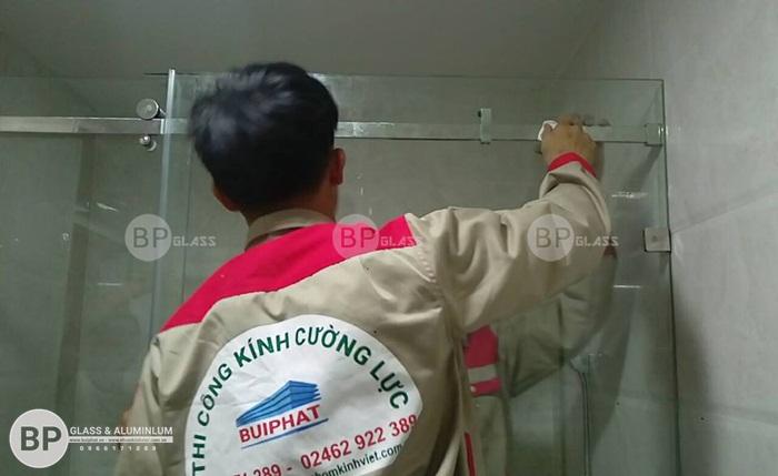 Lắp vách tắm kính lùa cho nhà bác Vệ Trung Hòa Cầu Giấy