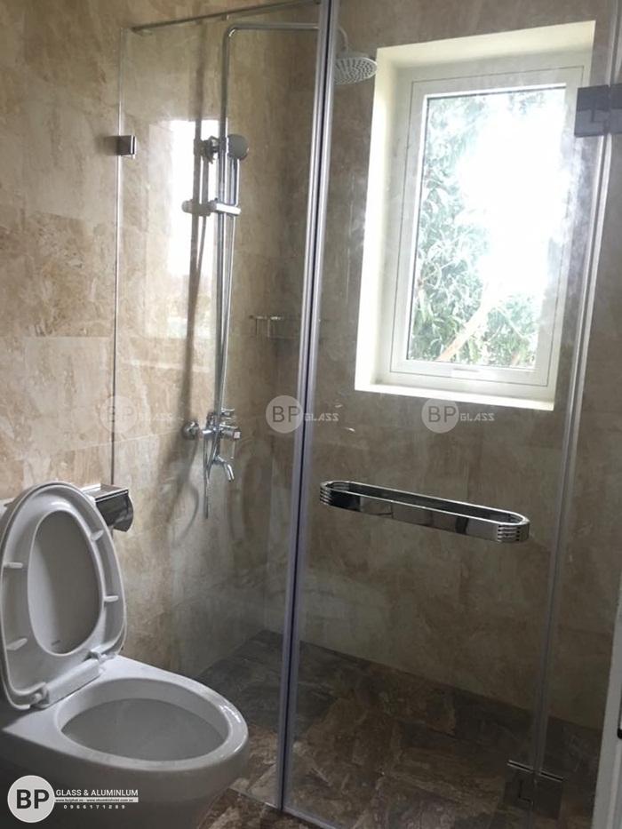 Lắp vách tắm kính 180 độ tại nhà anh Sơn Bạch Đằng Long Biên