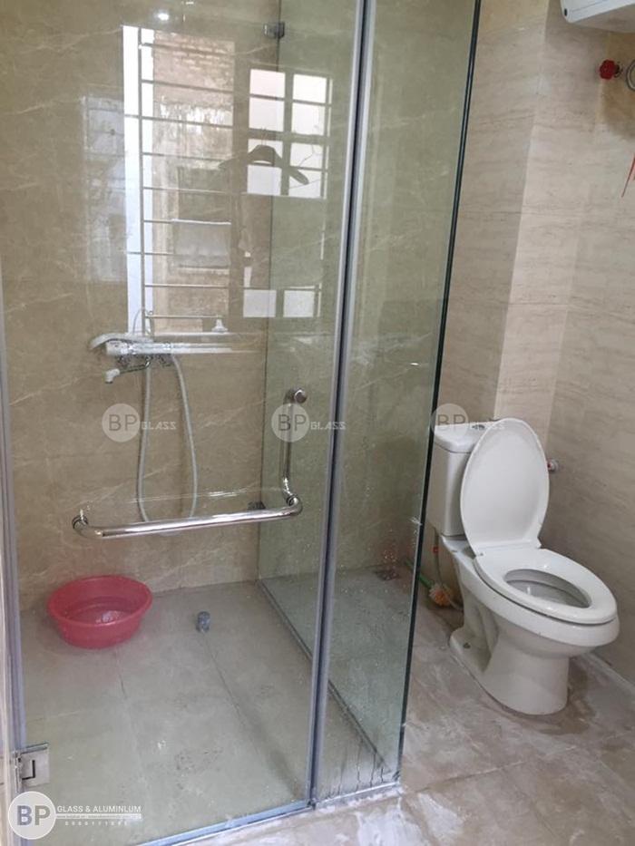 Lắp phòng vách tắm kính tại nhà anh Bốn Kđt Xuân Phương