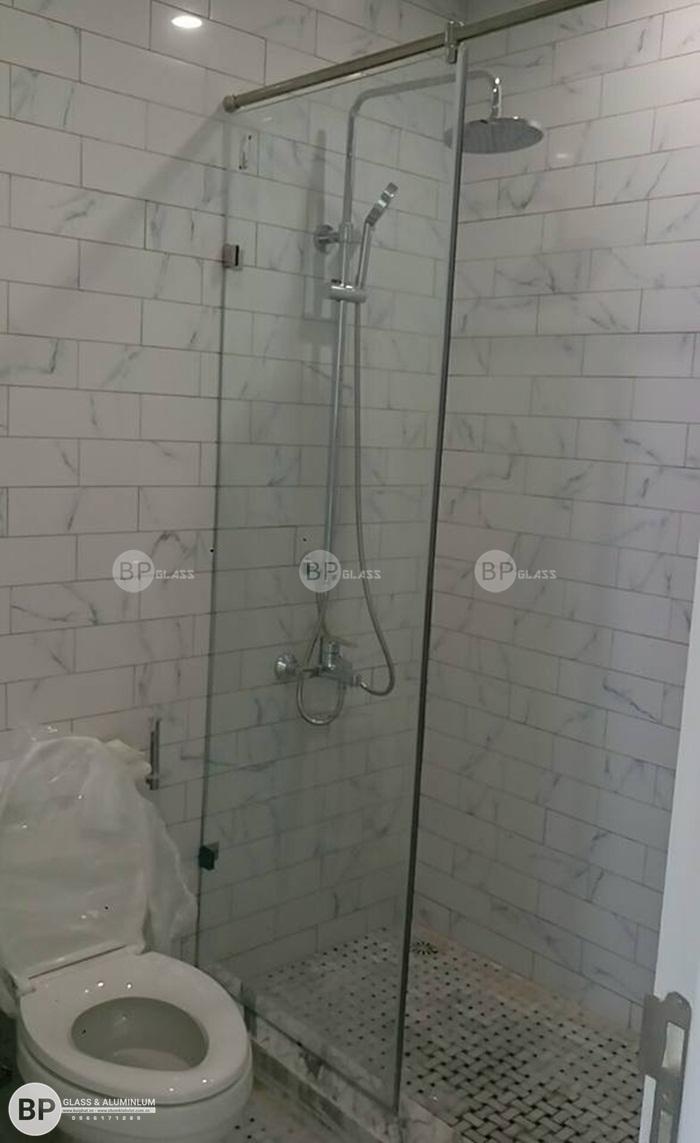 Làm vách kính nhà tắm tại chị Châu Phùng Chí Kiên