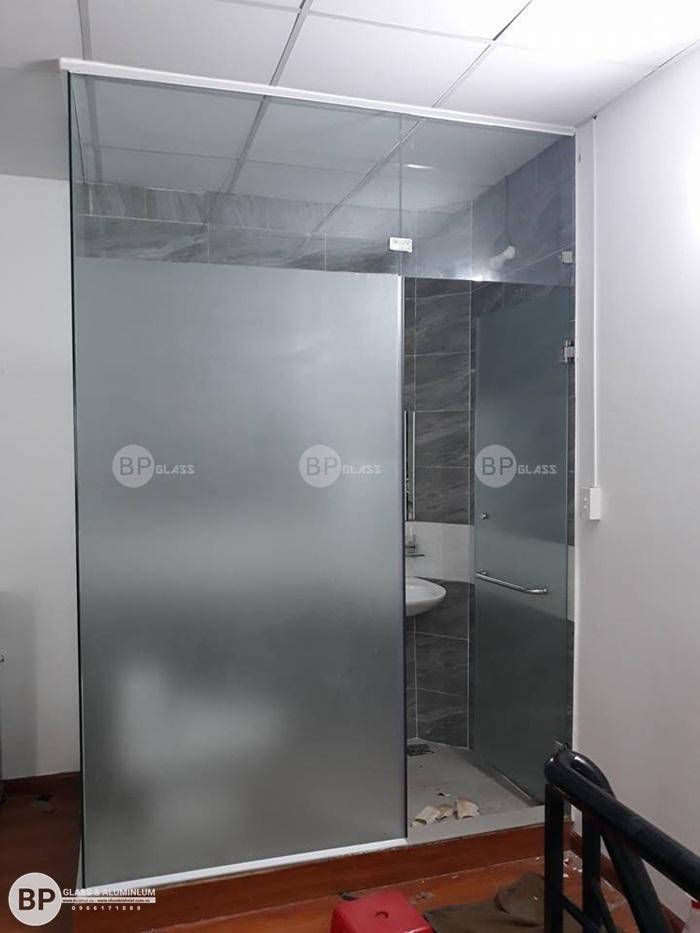 Lắp cửa kính phòng tắm tại Số 48 Quận Thủ Đức, HCM
