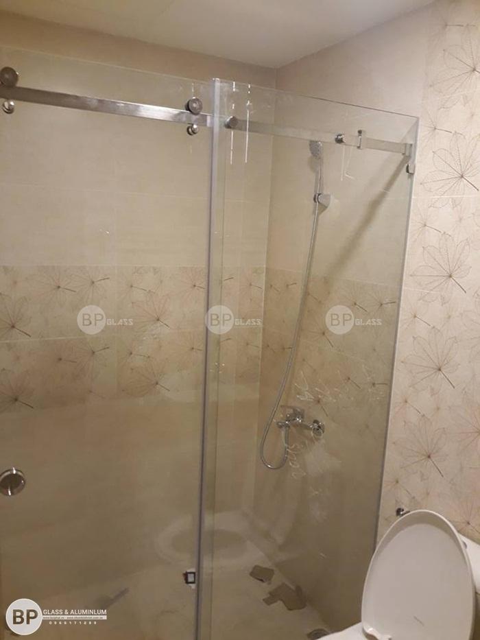 Lắp kính phòng tắm số 54 Nguyễn Tất Thành Quận 4, Thủ Đức