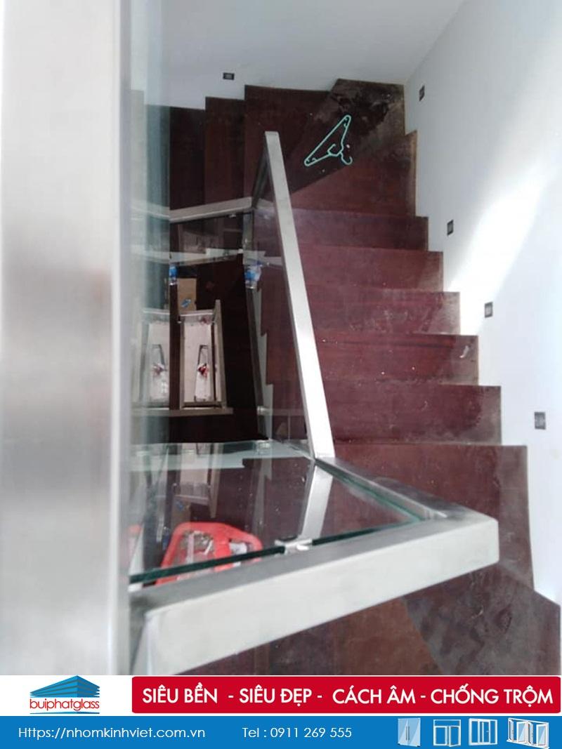 Lắp lan can cầu thang kính inox pass đơn tại Quận 9, TP HCM