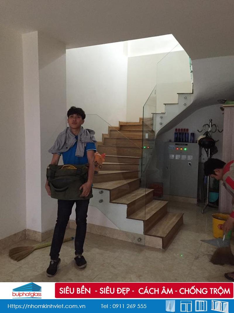 Công trình cầu thang, lan can kính cường lực tại Mậu Lương