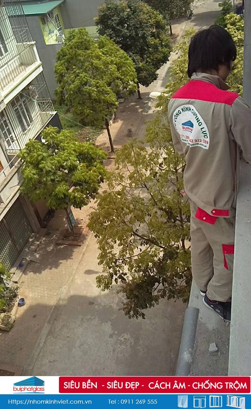 Lắp mái tum kính cường lực cho nhà anh Tài kdt Dương Nội