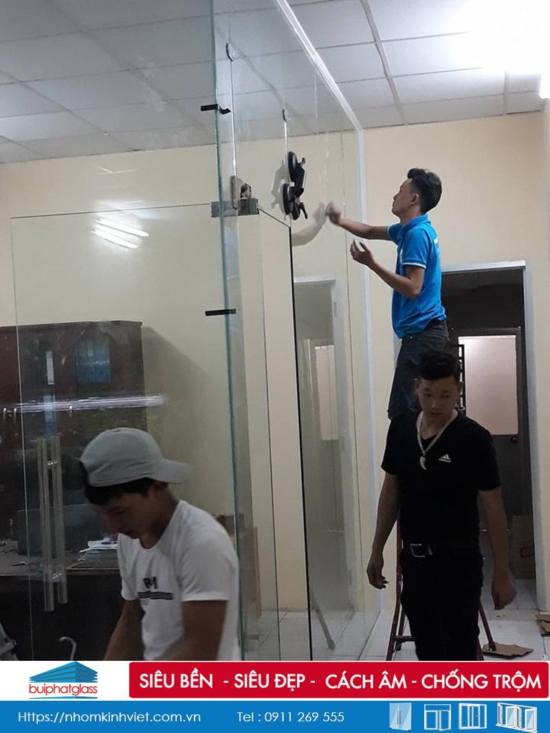Lắp vách ngăn kính văn phòng tại số 134 Thành Thái Quận 10
