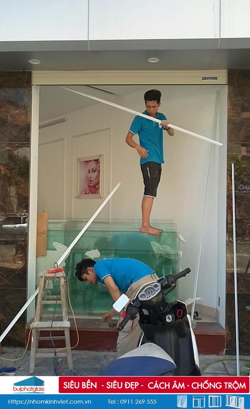 Cửa kính bản lề sàn tại số 79 Đường Trần Đăng Ninh Kéo Dài