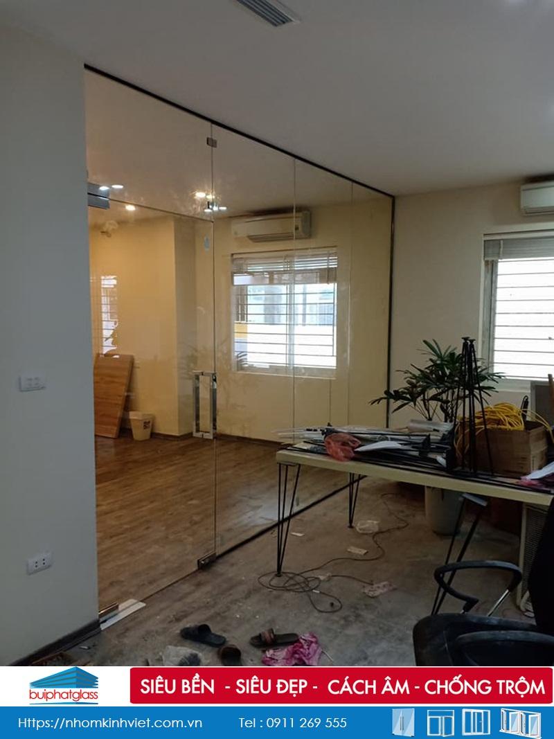 Mẫu cửa kính văn phòng lắp tại ngõ 33 Lưu Hữu Phước Mỹ Đình