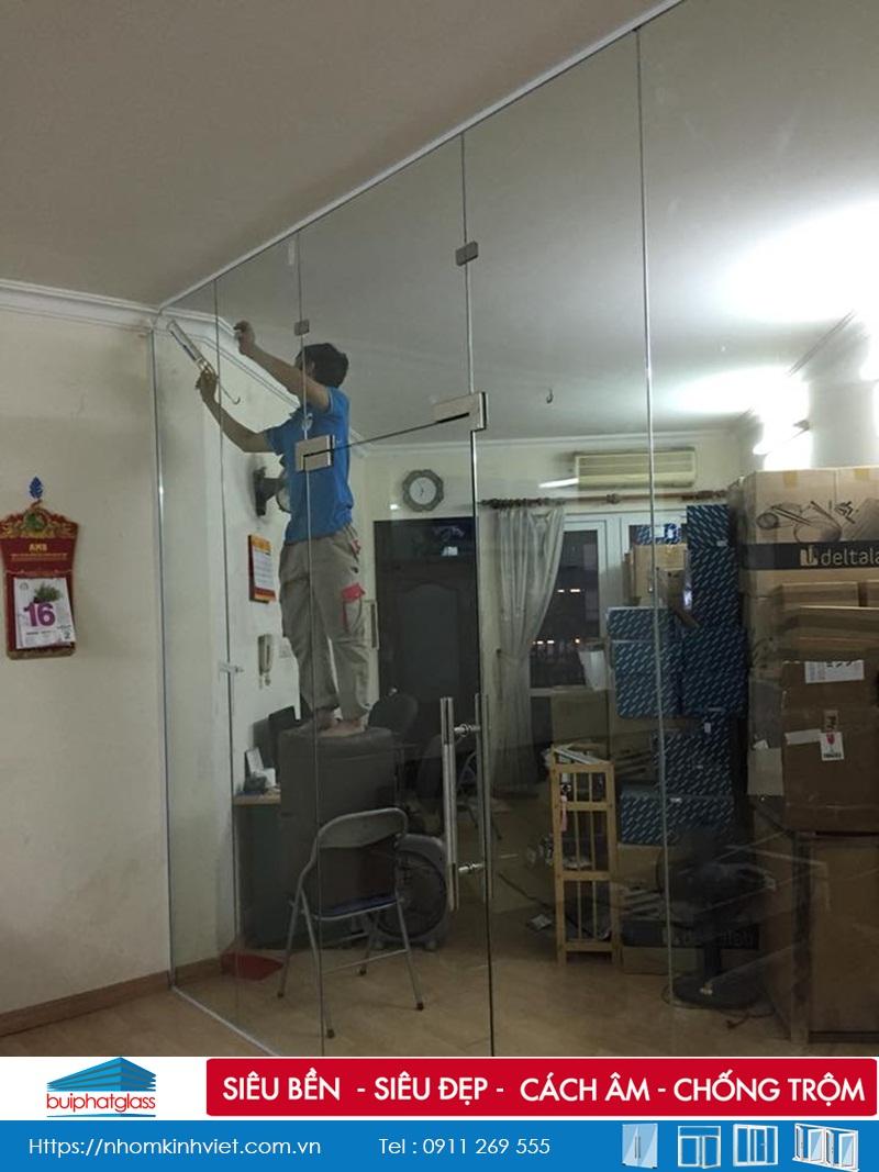 Thi công cửa kính thủy lực tại nhà chú Bình số 54 Ngã Tư Sở