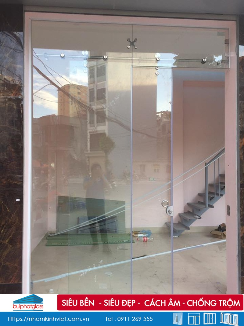 Lắp cửa lùa kính trượt treo phi 25 tại 678 Minh Khai, Hà Nội