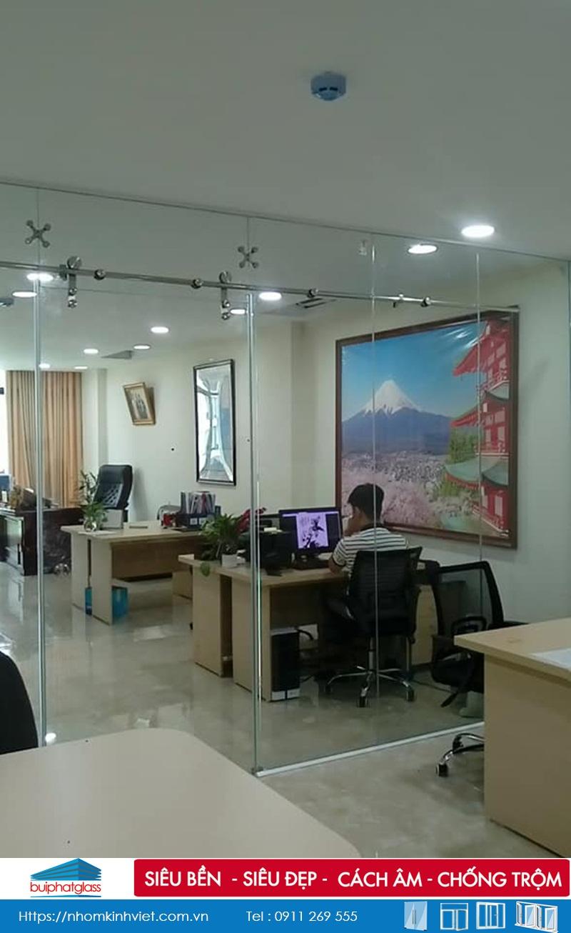 Vách cửa kính văn phòng tại 35 Nguyễn Văn Huyên, Cầu Giấy