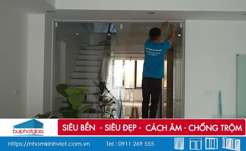 Mẫu cửa kính ngăn phòng lắp tại số 64 Hào Nam, Đống Đa, HN