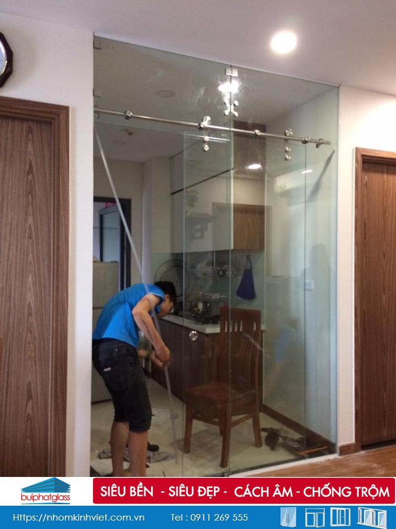 Lắp cửa kính lùa phòng bếp tại Tòa CT2 Ecogreen Nguyễn Xiển