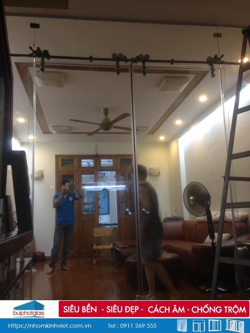 Lắp cửa kính cường lực cho gia đình bác Luật 111 Nguyễn Xiển