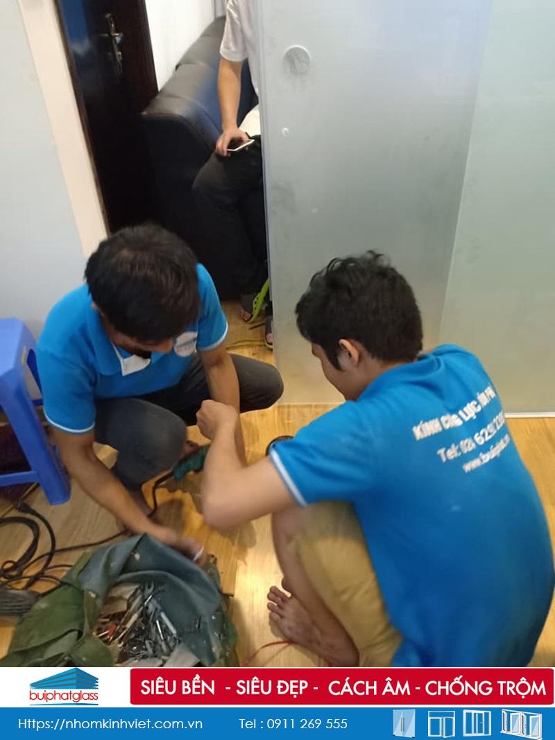 Lắp đặt cửa kính 10mm tại số 275 Nguyễn Trãi, Thanh Xuân HN