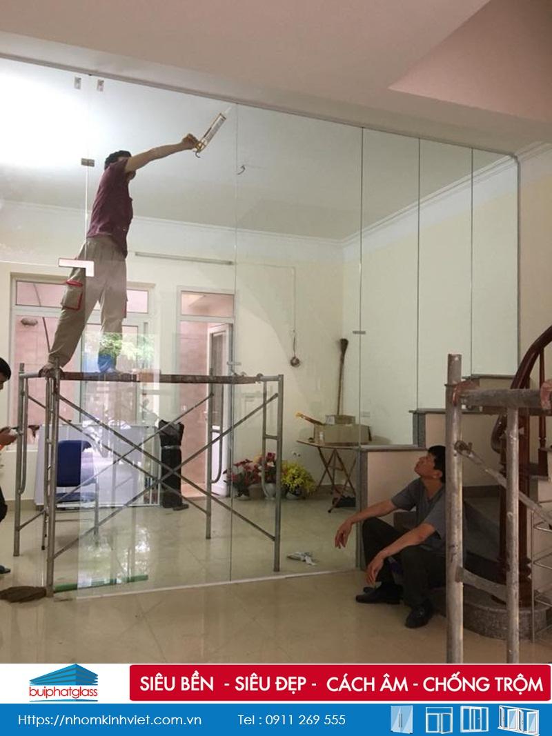 Lắp cửa kính ngăn phòng khách và bếp tại LK 12 KĐT Văn Khê