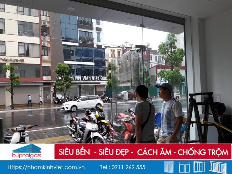 Lắp cửa kính bản lề sàn dày 12mm tại Trần Đăng Ninh Kéo Dài