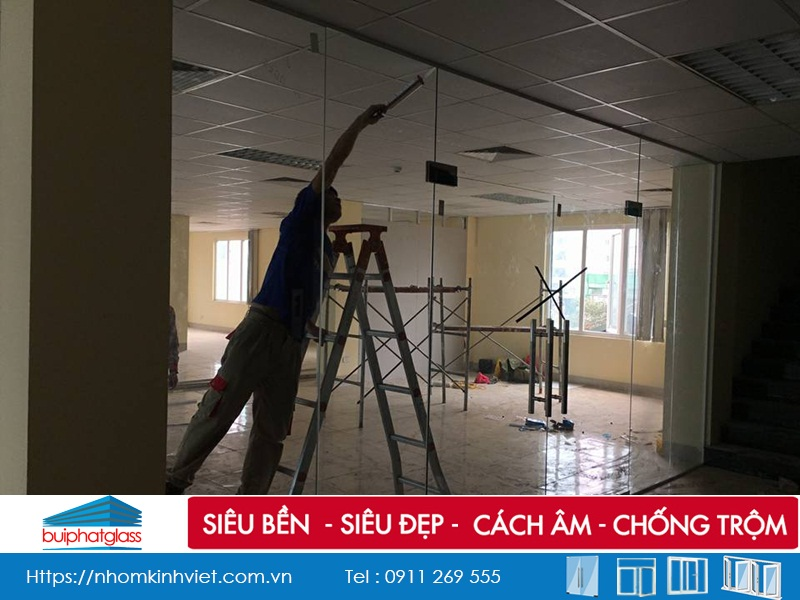 Lắp đặt cửa kính cường lực tại 168 tòa chung cư Nguyễn Xiển
