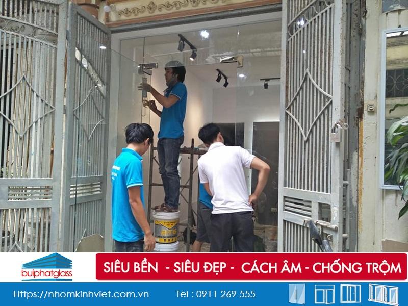 Công trình cửa kính thủy lực và gương tại 117 Thái Hà