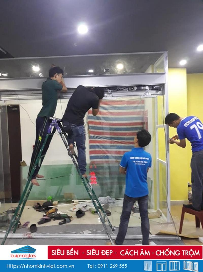 Thi công cửa kính tự động đóng mở tại Võ Văn Tần, Quận 3