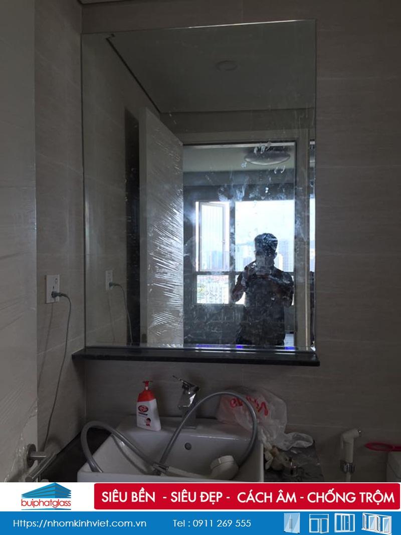 Phòng tắm kính cường lực lắp tại kđt Seasons Avenue Mỗ Lao