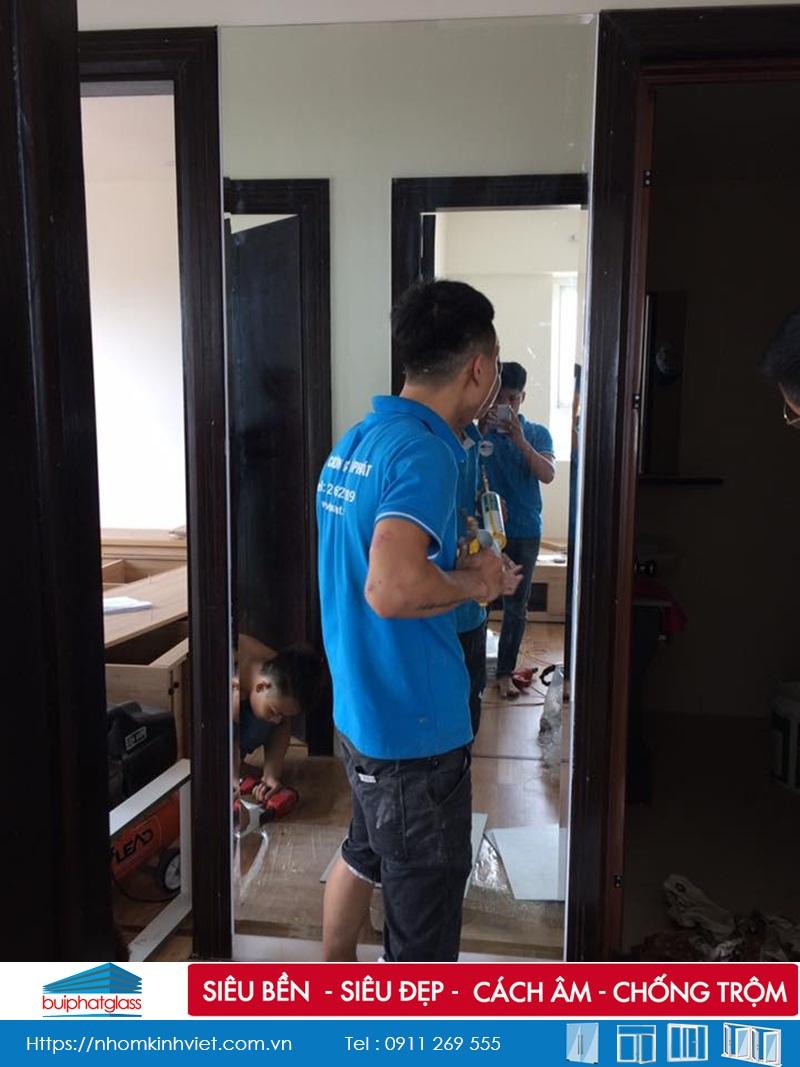 Lắp Gương ghép ô hình chữ nhật tại tòa B 283 Khương Trung