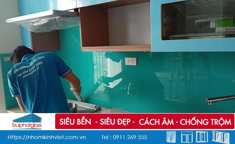 Lắp kính bếp màu xanh ngọc đẹp tại tòa HH2 FLC Đại Mỗ