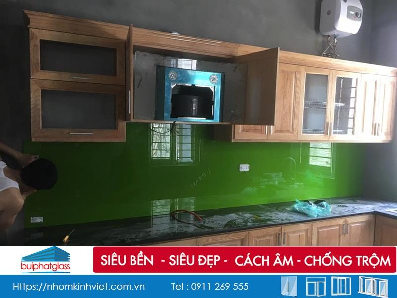 Lắp đặt kính bếp màu xanh lá cây nhà chú Bình Bát Tràng