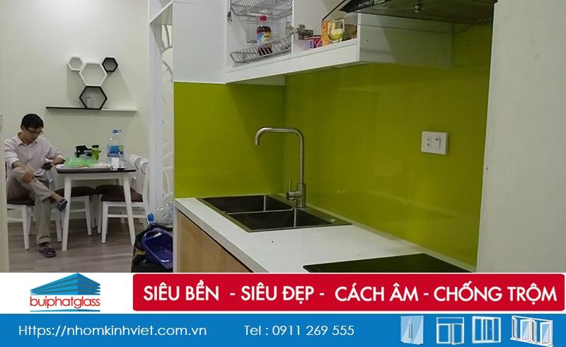 Lắp kính ốp tường nhà bếp tại kđt Nam An Khánh