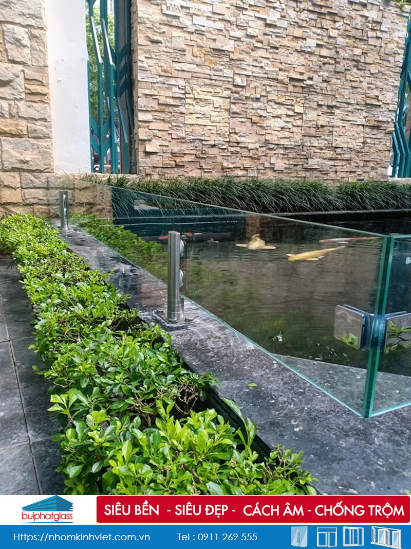 Lắp lan can kính quây bể cá nhà chú Chiều Bán đảo Linh Đàm