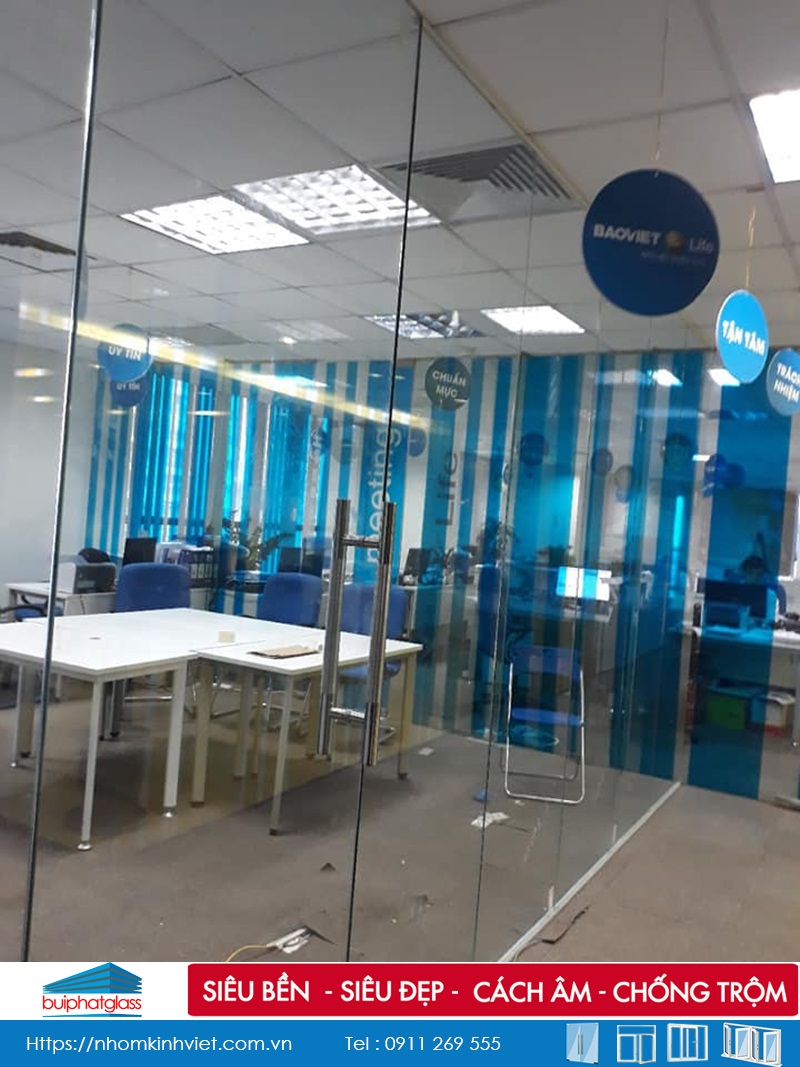 Lắp vách kính ngăn văn phòng tại công ty Bảo Hiểm Bảo Việt