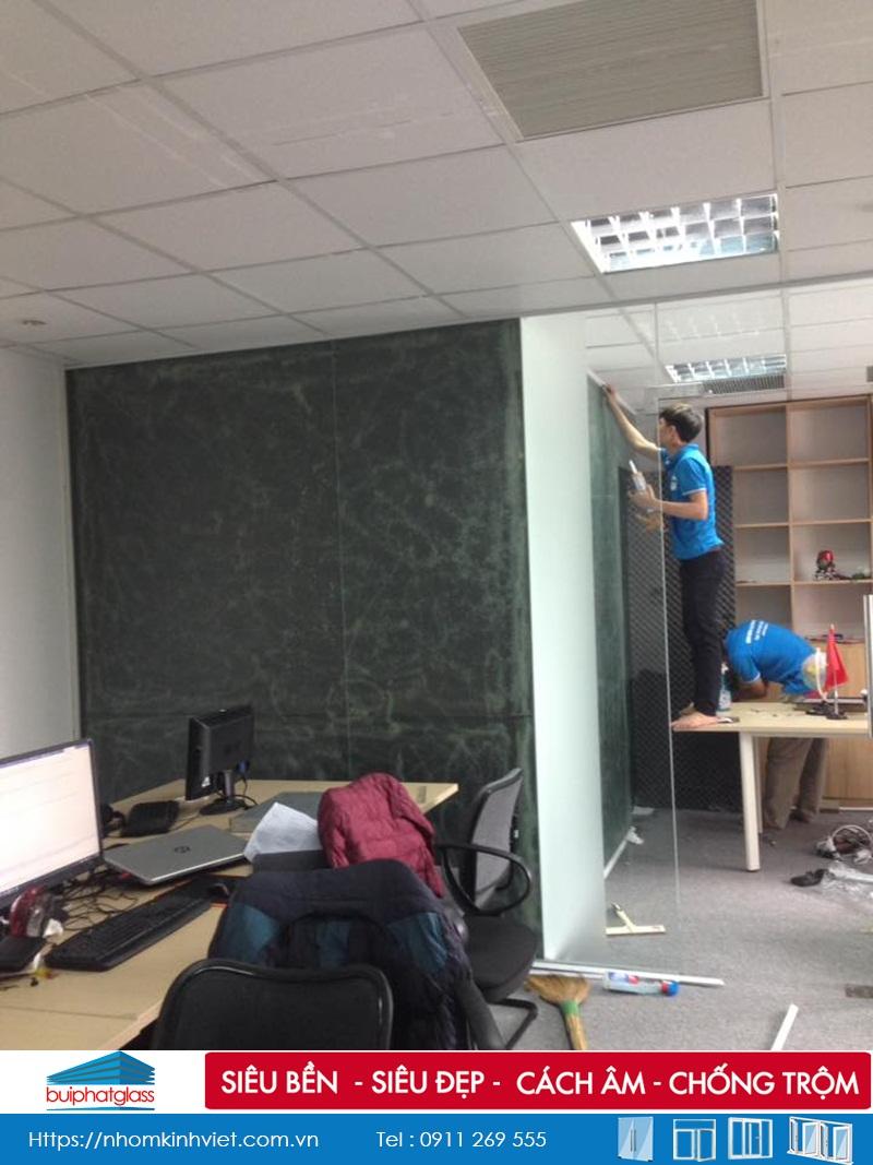 Lắp cửa kính văn phòng cho báo hoa học trò Dương Đình Nghệ