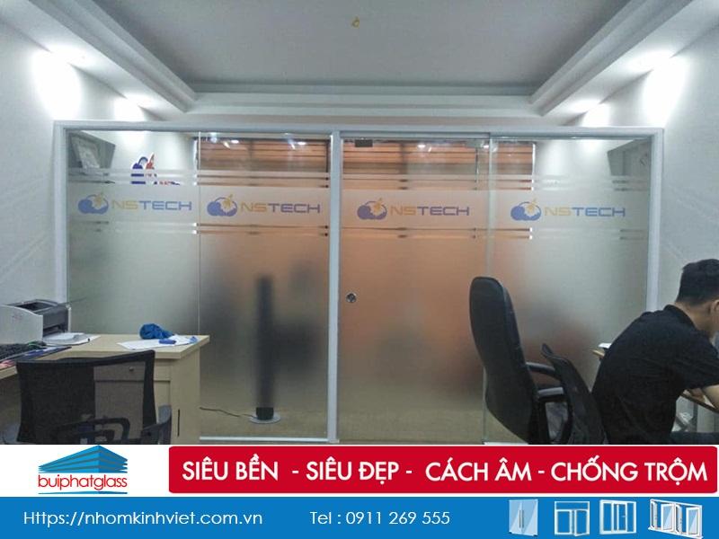 Lắp vách ngăn kính khung nhôm cho văn phòng Nestech Thái Hà