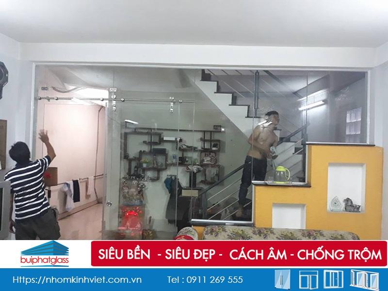 Vách ngăn kính cửa lùa lắp tại Trần Xuân Soạn Quận 7, HCM