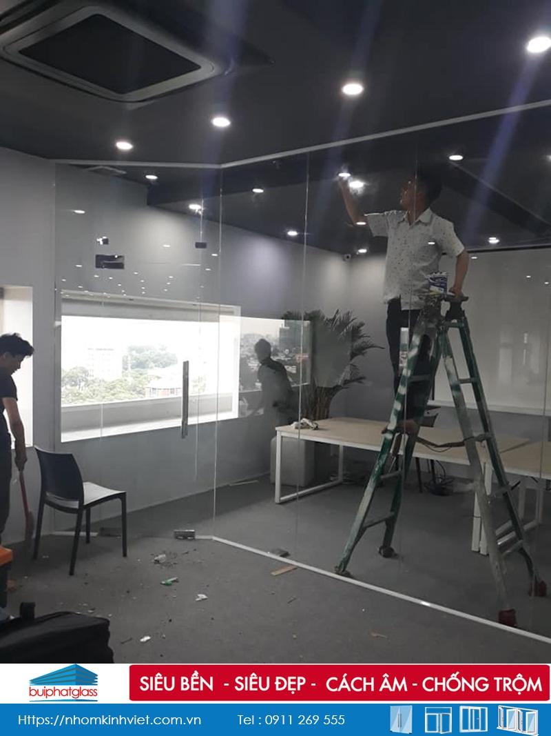 Lắp cửa vách ngăn kính văn phòng số 3 Võ Văn Tần Quận 3, HCM