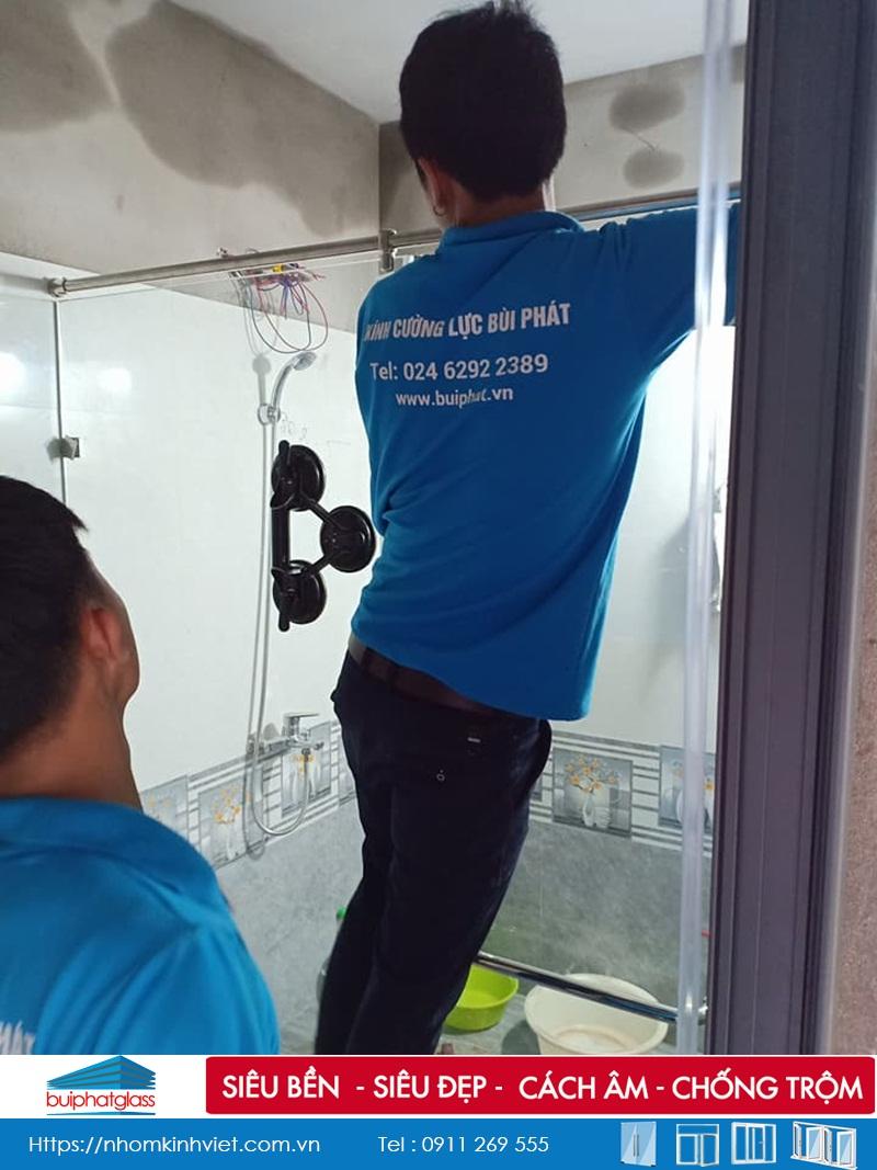 Lắp phòng tắm vách kính tại số 122 Tam Trinh, Hoàng Mai