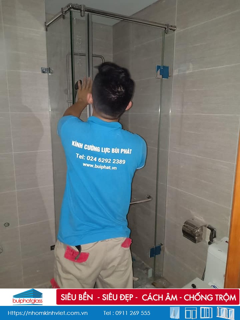 Lắp phòng tắm kính mở quay 135 độ tại Gold Mark City