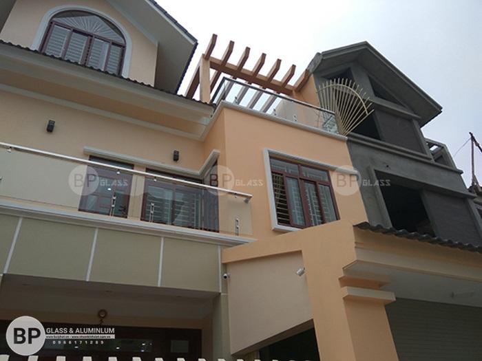 Lan can kính trụ ngắn đẹp thi công tại Nam Định giá tốt nhất