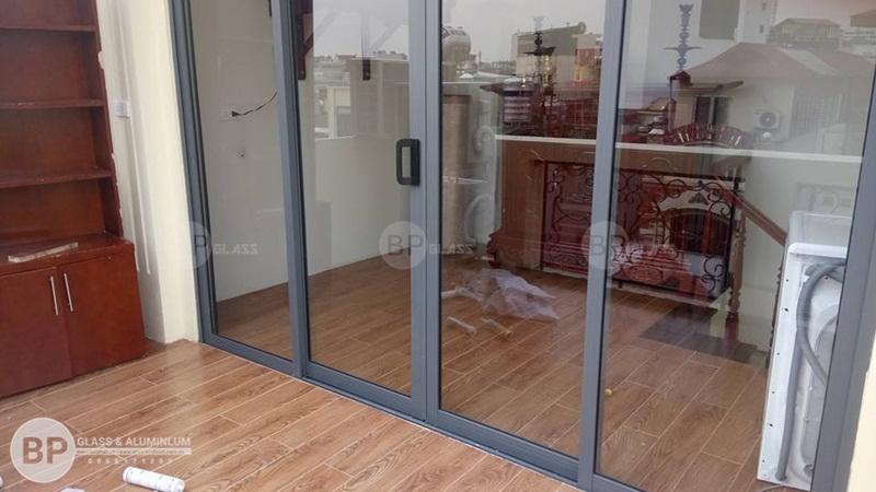 Lắp cửa nhôm Xingfa cho nhà Bà Hoa Cầu Giấy